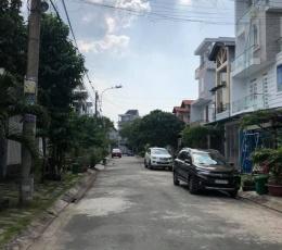 Biệt thự Hóc Môn hồ bơi sân vườn xe hơi bảo vệ 24/24 chỉ 33 triệu/m2